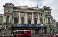 2016 - Baltic Cruise - St. Petersburg - Mariinsky Theatre (Ted's photos - For Me & You) Tags: 2016 cropped tedmcgrath tedsphotos vignetting russia ussr stpetersburg theatre mariinskytheatre arches streetscene bus kirovtheatre