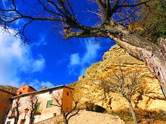 Albarracn (Teruel) (sebastinaguilar) Tags: 2016 teruel aragn paisajeurbano roca acantilado espaa