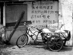 (hdzimmermann) Tags: blackandwhite fahrrad bicycle tricycle china dreirad shanghai deliverybicycle