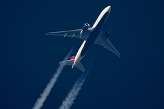 Delta Airlines Boeing 777-232(LR) N701DN (Thames Air) Tags: delta airlines boeing 777232lr n701dn contrails telescope dobsonian overhead vapour trail