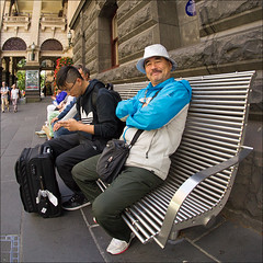 melbourne-3062-ps-w (pw-pix) Tags: people man men hat silver funny shiny sitting australia melbourne victoria townhall cbd silvery sparkly elizabethst melbournetownhall