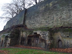 Nottingham Castle - Outer Bailey Wall and Towers (ell brown) Tags: nottingham greatbritain autumn trees england tree leaves unitedkingdom caves nottinghamshire nottinghamcastle castlewalls henryiii edwardi castlerd castlezone gradeilistedbuilding gradeilisted nottinghamcastlezone outerbaileywallandtowers coursedsquaredstoneandashlarwithflatcoping edwardstower