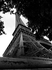 Paris - la Grande Dame - (Jay DeuZieux PhotoGraphy) Tags: street sky urban paris france tower monument metal tour perspective eiffel ciel dame rue icone fer urbain parisien