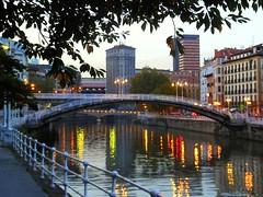 Bilbao: Puente de la Ribera (gadiemp) Tags: bridge rio river puente bilbao oldtown bizkaia basque vasco euskalherria euskadi bilbo basquecountry paisvasco ribera cascoviejo nervión zubia biscay mercadodelaribera