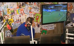 Coen kijkt normaal altijd met borrelnootjes naar voetbal. Nu met een lege hand (3FM) Tags: music radio team vrede dream dordrecht muziek maaskant voetbal yildirim rtl rodekruis 3fm glazenhuis fcdordrecht 3fmseriousrequest vanmarwijk rtlsterrenteam 3fmrtl 3fmdreamteam