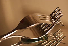 Tenderness - With a shy hug under forks (shumpei_sano_exp1) Tags: shadow macro water kitchen photo foto picture aplusphoto infinestyle rubyphotographer