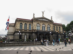 "San José: el Teatro Nacional <a style=""margin-left:10px; font-size:0.8em;"" href=""http://www.flickr.com/photos/127723101@N04/26253269564/"" target=""_blank"">@flickr</a>"
