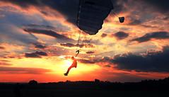 Self Portrait (Antony, Jony) Tags: sunset brazil sky sol brasil canon cu flux skydive 1855 fx antony nem aff azambuja boituva paraquedas jony paraquedismo jonatha erico t1i