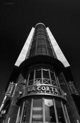 Edificio termometro (jojesari) Tags: espaa blancoynegro asturias oviedo suso cameraraw 1616 nikkor1635mmf4gedvrafs jojesari edificiotermometro ar516g