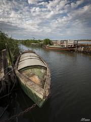 Unes Barques (E.Cano) Tags: sky water valencia rio clouds river lago boat agua barcas albufera sollana