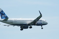 IMG_2545 (wmcgauran) Tags: boston airplane airport aircraft aviation airbus jetblue bos a320 eastboston kbos n827jb