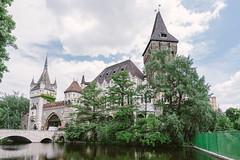 (wongwt) Tags: castle hungary budapest scenary hu touristattraction historicsite vajdahunyadcastle sel1635za sonya7ii