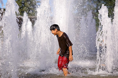 Cooling off (Samir D) Tags: summer canada fountain kids vancouver canon fun bc bokeh britishcolumbia sunday joy northamerica vans splash westcoast queenelizabethpark 604 qepark vancity 2016 samird vancitybuzz