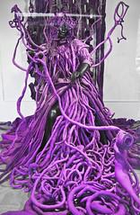 Raices purpuras en un escaparate  -   Purple roots in a showcase (ricardocarmonafdez) Tags: urbano urban ciudad city urbanscape cityscape color purpura selectivecolor raices roots escaparate showcase reflejos reflections canon eos ricardocarmonafdez paris