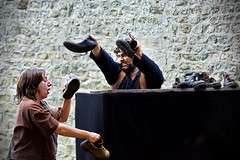 Les Normands dbarquent ! (thomaslefloch) Tags: bayeux spectacle chaussure comdien lesmdivalesdebayeux