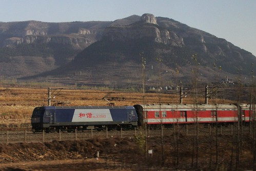 Overtaking a HXD3C class hauled passenger train on the 'old' Shanghai-Beijing railway