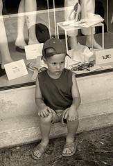 Ancora shopping! (shumpei_sano_exp3) Tags: shopping bravo child venezia canoneos350d bambino seppia themoulinrouge firstquality fotorubata fineartphotos infinestyle diamondclassphotographer flickrdiamond fataetoile cinziarizzo