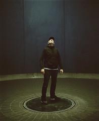 tnder 9 (Anders Hviid) Tags: portrait art film up analog looking kodak full jens figure portra 160 kunstmuseum plaubel makina tnder bangsbo