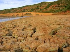 Puente Ariza (Guervs) Tags: ro puente dry pantano seco renaissance brigde andrs renacimiento ariza grietas dryness vandelvira giribaile guadalimar desecacin
