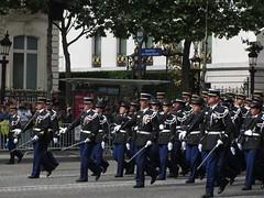 Avenue des Champs-Elyses (portemolitor) Tags: paris de la 14 champs elyses du des avenue arrondissement juillet 8th dfense nationale dfil 8e 8me gendarmerie 75008 ministre avenuedeschampselyses gendarmerienationale dfildu14juillet ministredeladfense