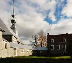 L'Acadie, 26 oct. 2014. Chemin du Clocher. (DubyDub2009) Tags: church architecture bretagne oldhouse qubec histoire glise lacadie maisonancienne