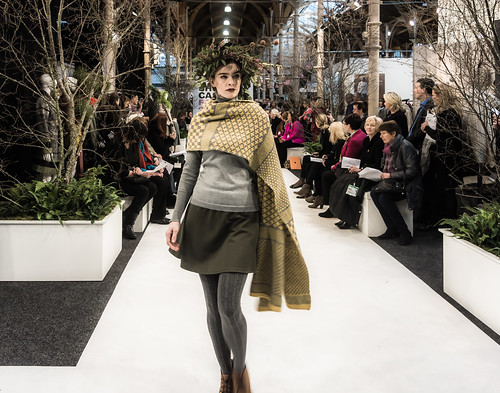 SONIA REYNOLDS PRESENTS HER SELECTION OF THE BEST OF IRISH FASHION REF-101454