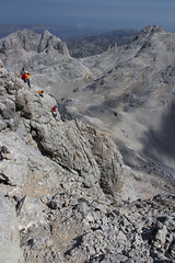 Bajada del Torrecerredo (Kiko Drudis) Tags: canon eos asturias monte bajada 600d torrecerredo
