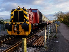 Waiting for the Whistle (velodenz) Tags: uk england digital train photography photo image diesel britain south united great picture engine railway kingdom loco pic gloucestershire photograph valley gb fujifilm locomotive phot avon x30 glos unit shunter shunting bnes banes velodenz
