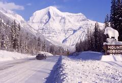 Mount Robson (Pierre♪ à ♪VanCouver) Tags: snow canada britishcolumbia yuki neve rockymountains neige mountrobson 雪 scannedslide kanada canonf1 カナダ analoge nieva канада