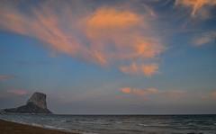 La mejor hora de la playa (Jos Hidalgo) Tags: sky clouds cielo nubes calpe pendeifach nikonflickraward