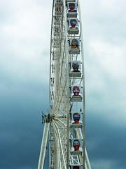 It's not your ordinary Ferris wheel (Monceau) Tags: wheel football faces soccer placedelaconcorde granderoue