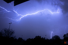 ORAGE BOURG DES COMPTES 11/05/2016  22:12 (- MB Photo -) Tags: lighting sky cloud storm man weather night skyscape extreme ground des strike lightning convection thunder orage bourg  foudre 2212 comptes clairs claire bourgdescomptes 11052016