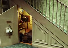 The cupboard under the stairs (Mr Exploding) Tags: harrypotter hertfordshire warnerbros jkrowling studiotour warnerbrosstudios leavesden warnerdrive themakingofharrypotter warnerbrosstudiotourlondon wd257lp