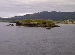 IMG-20130808-00381 (pelayosantanasantana) Tags: sea beach del island mar cloudy playa sierra nubes sueve cantbrico pen espasa