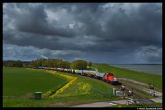 DB Cargo 6432, Moerdijk 27-04-2016 (Henk Zwoferink) Tags: sky storm dark db cargo uc lage henk dbs afvoer moerdijk schenker 6400 a16 dbc zwaluwe 6432 zwoferink
