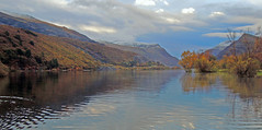 Sunrise on padarn in Autumn. (ohefin) Tags: blue autumn trees plants green water beautiful weather clouds sunrise reflections project landscapes yahoo nice flickr colours view natural stones owen llanberis relections sku lakr padarn hefin leauwater snowdoniamountainslakes