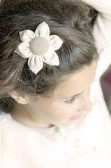 The sweetest thing (xirmi) Tags: flower detail face hair sweet bokeh desenfoque rostro cabello hairornament