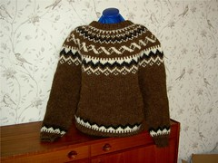 Icelandic jumper sweater (Mytwist) Tags: brown heritage classic wool fetish iceland cozy sweater knitting fuzzy handknit craft style retro handcraft lopi crewneck handknitted pulli peysa itchie alafosslopi alafoss spanis88