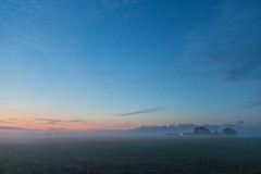 Misty morning (Infomastern) Tags: morning sky cloud mist fog rural sunrise landscape countryside himmel bluehour soluppgng morgon landskap dimma moln sdersltt landsbygd bltimmen norraby