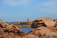 Entre les rochers (BrigitteChanson) Tags: mer brittany bretagne breizh phare rochers côtesdarmor trégastel meanruz
