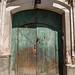 Muitas portas imponentes
