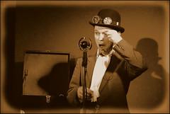 Daniel Malheur im DODO Berlin (Harald Haefker) Tags: show gay music berlin musicians sepia bar kreuzberg germany lesbian fun deutschland mixed concert pub musiker open live stage performance smoking entertainment german program friendly dodo musik cabaret konzert queer 32 cosy kinky kneip