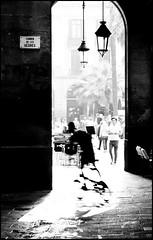 Barcelona cyclists (Herminio.) Tags: barcelona plaza shadow bike bicycle lanterne speed real arch cyclist ombra arc bicicleta sombra ciclista bici catalunya lantern farol velocidad arco vélo cataluña barcelone cycliste plaça velocitat fanal heures lombre lavitesse cataloniaplazareal catalogneplazareal