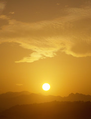 Puesta de Sol / Sunset (Rubn Daz Caviedes) Tags: sunset espaa sun mountains sol beach spain playa puestadesol cantabria montaas picosdeeuropa sanvicentedelabarquera playademern macizodendara mernbeach