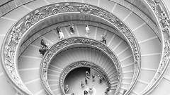 Staircase (Leon Sammartino) Tags: city people italy white black vatican monochrome blurred tourists staircase fujifilm x10 the mueseum sprial catholics itaia