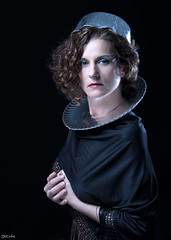 Ana (Pablo Caas) Tags: lighting light woman art metal pose hair glamour modeling retrato posing belleza pelo beautifull anaa blonda papelaluminio modelingfashion