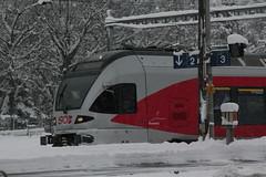 SOB Schweizerische Südostbahn Niederflurtriebwagen FLIRT RABe 526 047 - 6 mit Taufname Rossberg ( Nahverkehrszug - Regionalzug => Inbetriebsetzung 2007 ) der Firma Stadler Rail am Bahnhof Arth-Goldau im Kanton Schwyz in der Schweiz (chrchr_75) Tags: chriguhurnibluemailch christoph hurni schweiz suisse switzerland svizzera suissa swiss chrchr chrchr75 chrigu chriguhurni 1412 dezember 2014 albumbahnenderschweiz schweizer bahnen eisenbahn bahn train treno zug albumbahnenderschweiz2014712 südostbahn albumsüdostbahnsob sob juna zoug trainen tog tren поезд lokomotive паровоз locomotora lok lokomotiv locomotief locomotiva locomotive railway rautatie chemin de fer ferrovia 鉄道 spoorweg железнодорожный centralstation ferroviaria hurni141230