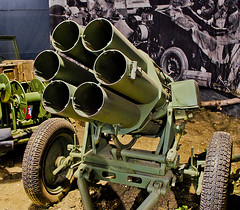Nebelwerfer (SBA73) Tags: uk inglaterra england museum museu unitedkingdom german weapon ww2 duxford rocket museo cambridgeshire 41 launcher aleman cohete imperialwarmuseum iwm sgm 15cm cohet anglaterra landforces regneunit nebelwerfer