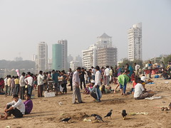 Mumbai, Girgaon Chowpatty Beach, Bombay, India Asia Indien (c) (hn.) Tags: people copyright india building beach skyline strand buildings asia asien heiconeumeyer leute indian bombay maharashtra indians mumbai indien gebude hochhaus southasia edifice copyrighted 2014 localpeople in inder hochhuser chowpattybeach indisch girgaon girgaum sdasien girgaumchowpatty girgaonchowpatty maharashthra girgaonchowpattybeach girgaumchowpattybeach tp201415