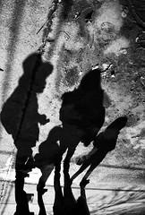 Santiago de Chile (Alejandro Bonilla) Tags: street santiago blackandwhite bw black blancoynegro monocromo sam sony streetphotography bn santiagodechile santiagocentro monocromatico reginmetropolitana santiaguinos sonya290 manuelvenegas